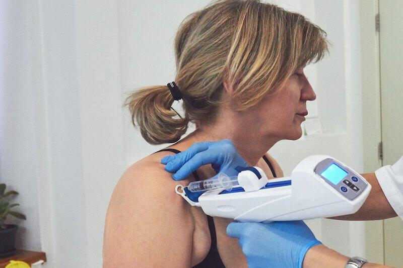comment traiter l arthrose de l épaule - douleur épaule droite - traitement arthrose - soigner par infiltration arthrose acromio-claviculaire
