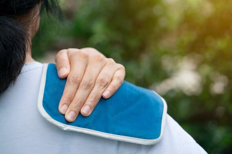 soigner naturellement une tendinite de l épaule avec poche de glace