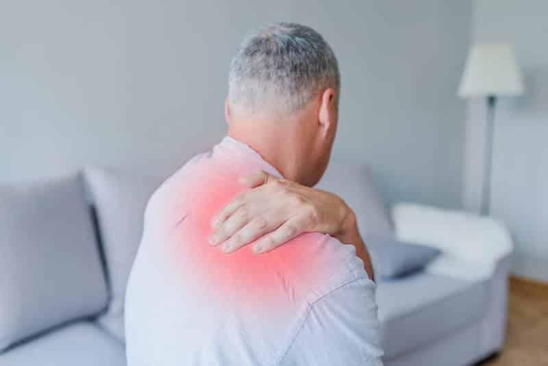 douleur-omoplate-cervicale-cou-épaule-droite